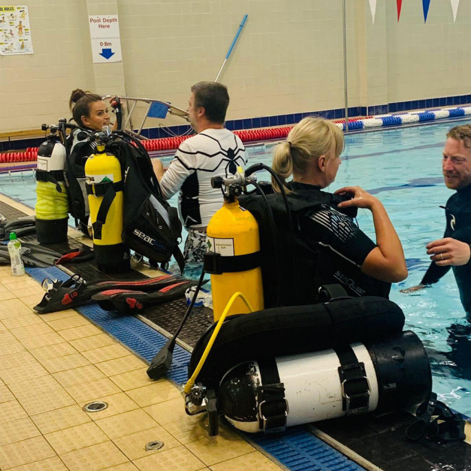 Maddie and Kristine from Northern Diver at a Chorley BSAC Try-Dive session - running through safety before jumping into the pool