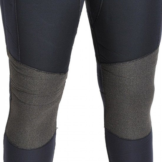 Kevlar® knee protection on the long john wetsuit for added protection in the high wear area.