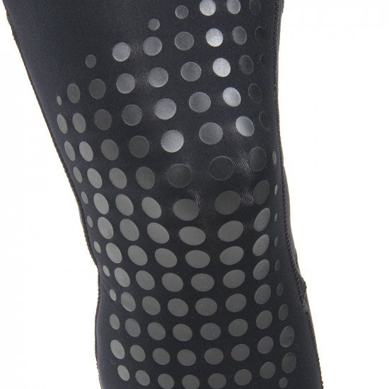 The Delta Flex Semi-Tech long john wetsuit has overprinted knees for additional abrasion protection