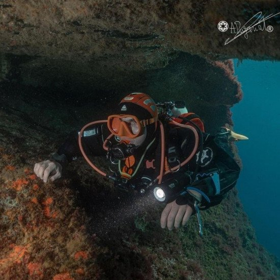 @arthurpuzenat-diving-in-the-NDiver-HID-scuba-suit