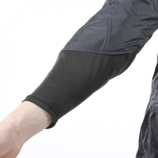 The flexible panels on the lower back, shoulders, cuffs and feet of each Metalux® undersuit provide