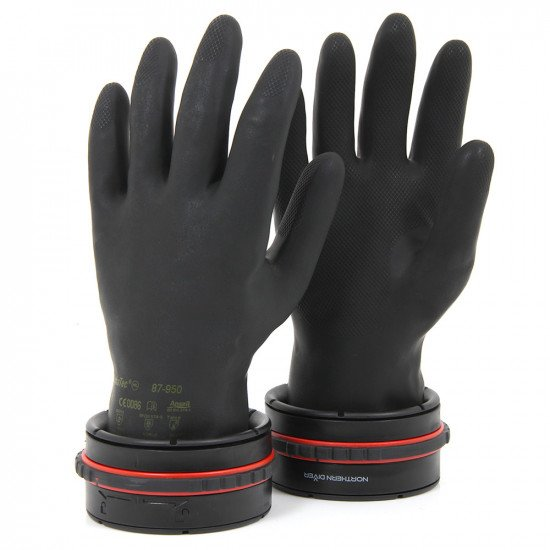 Once fitted to the drysuit, the twin-safe locking ring mechanism gives simple, secure glove engagement.