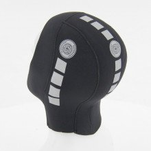 The hood allows you to remove trapped air which increases comfort during the dive