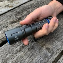 varilux-micro-dive-light-in-hand