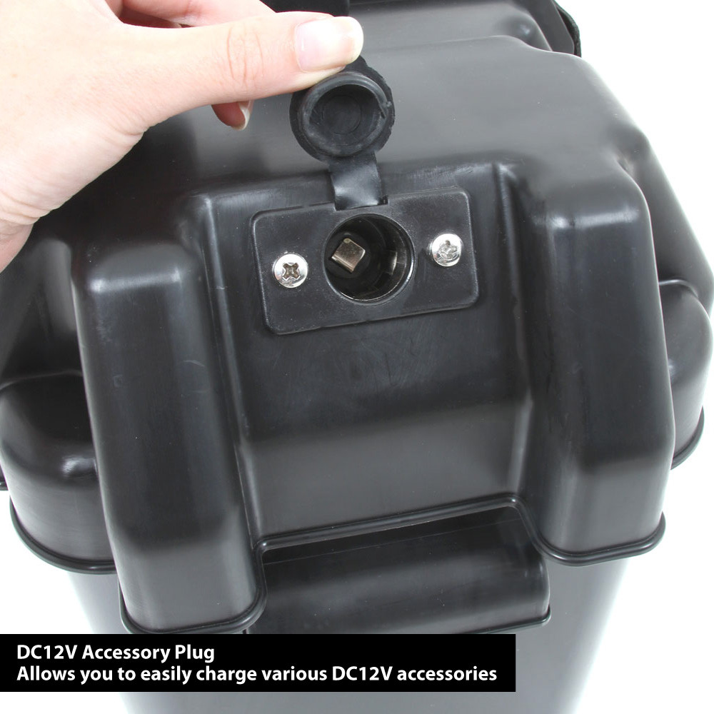 Smart Power Battery Box, close up of the DC12v socket on the lid